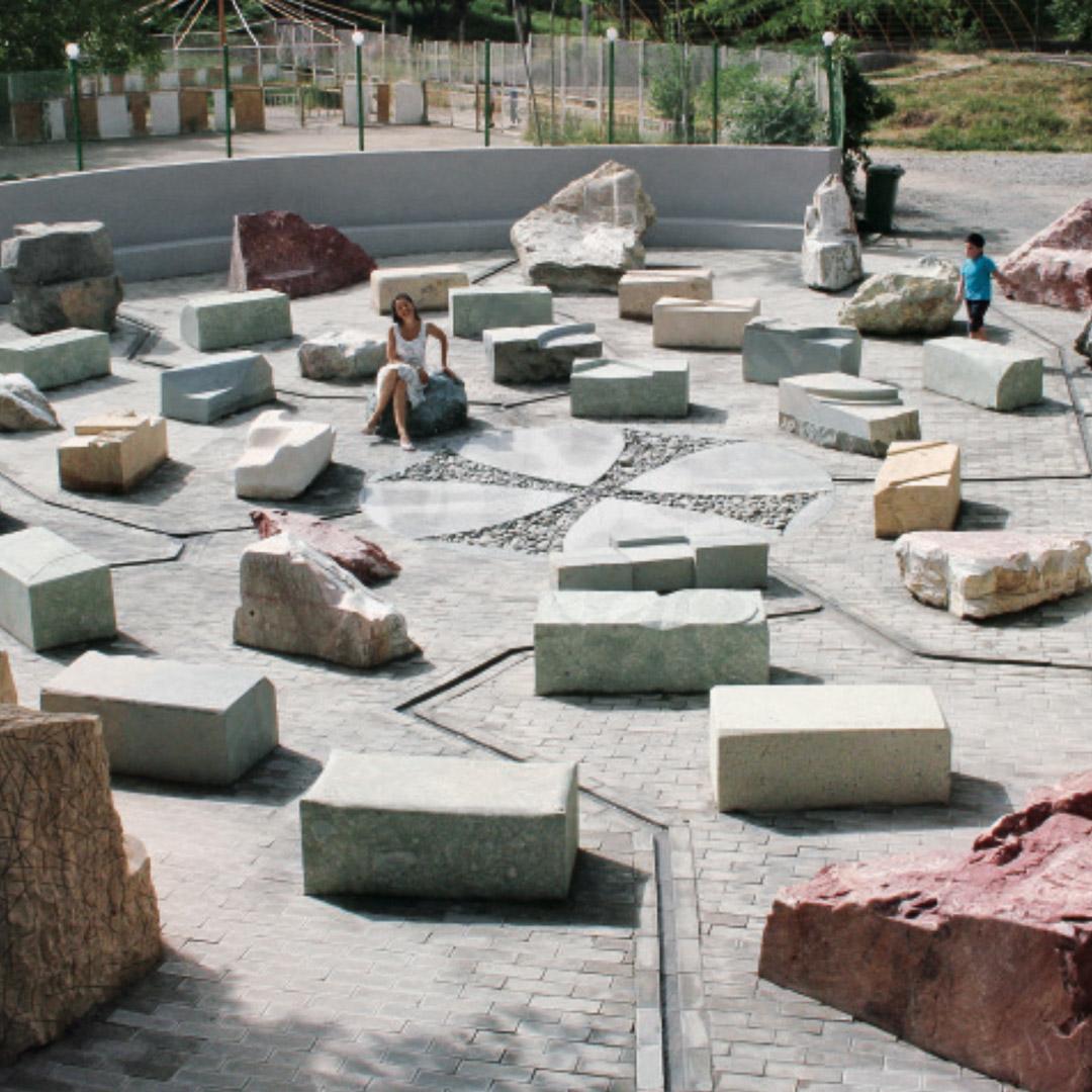 05_Rosen-Denkmal_main